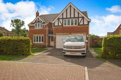 5 Bedrooms Detached House for sale in Manor Farm Crescent, Bradley Stoke, Bristol, Gloucestershire