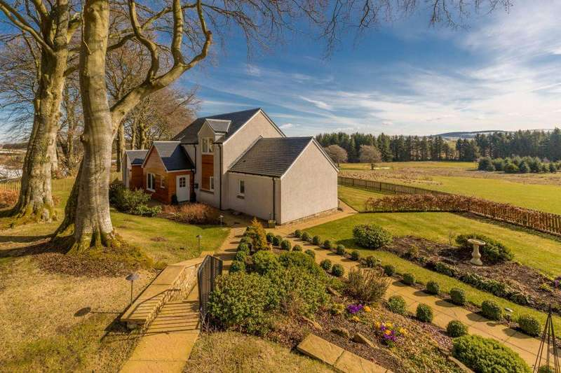 4 Bedrooms Detached House for sale in Beech Tree Cottage, 3 Rutherford Castle Drive, West Linton, EH46 7AR