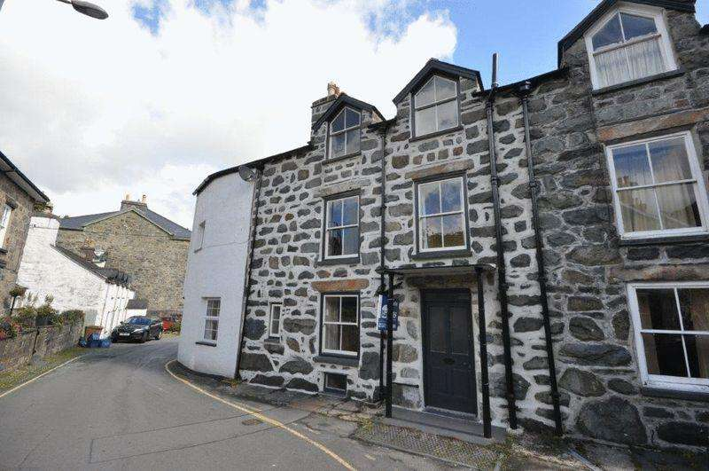 4 Bedrooms Terraced House for sale in Dolgellau, Gwynedd. For Sale By Auction 11th October 2018 Subject to Auction Terms Conditions