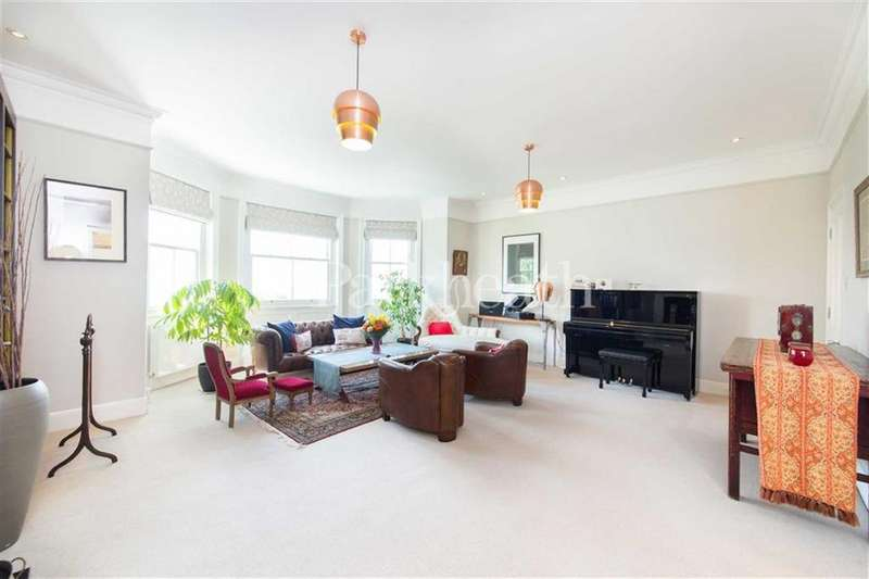 3 Bedrooms Flat for sale in College Crescent, London