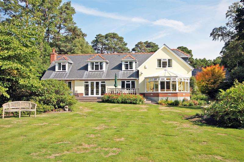 4 Bedrooms Detached House for sale in Burley Road, Bransgore, Christchurch