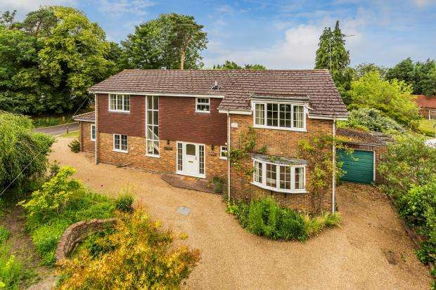 5 Bedrooms Detached House for sale in Ashtead, Surrey