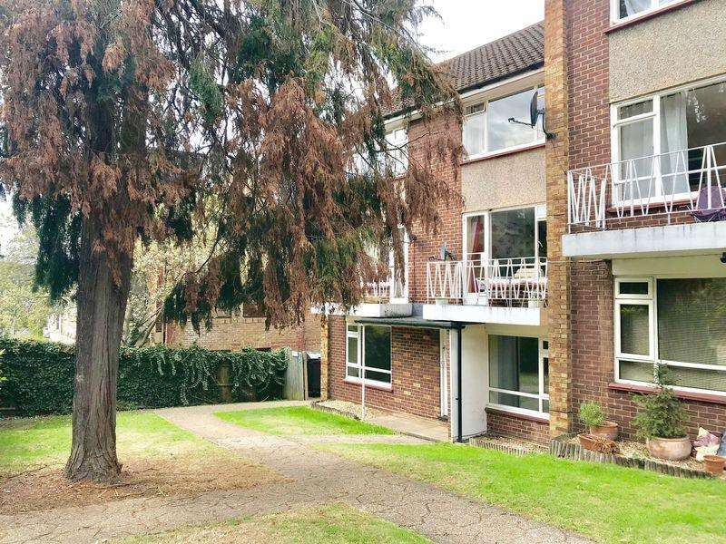 2 Bedrooms Maisonette Flat for sale in Amersham Hill, High Wycombe