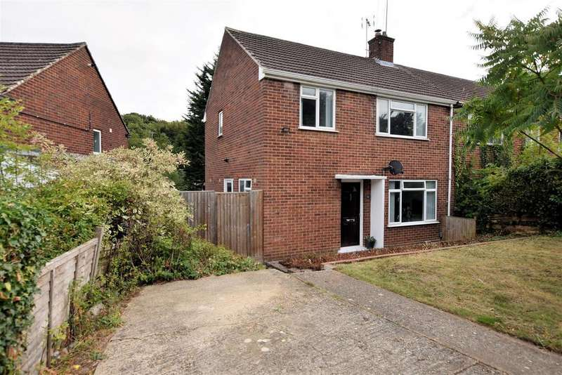 3 Bedrooms End Of Terrace House for sale in Vale Crescent, Tilehurst, Reading