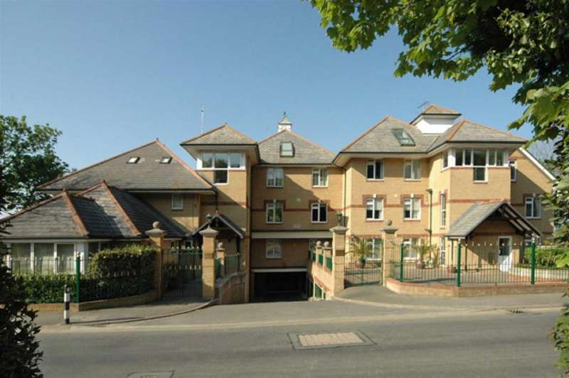 4 Bedrooms Apartment Flat for sale in Grantham Court, Queens Road, Cowes