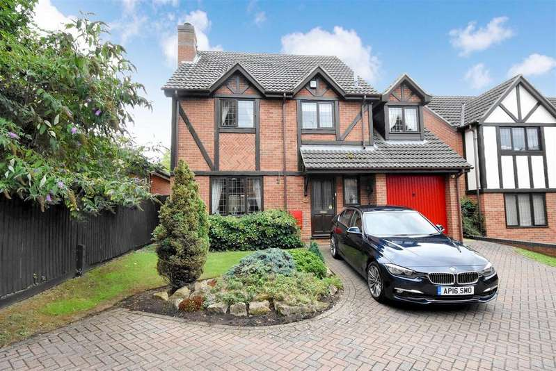 4 Bedrooms Detached House for sale in The Gardens, Kettering