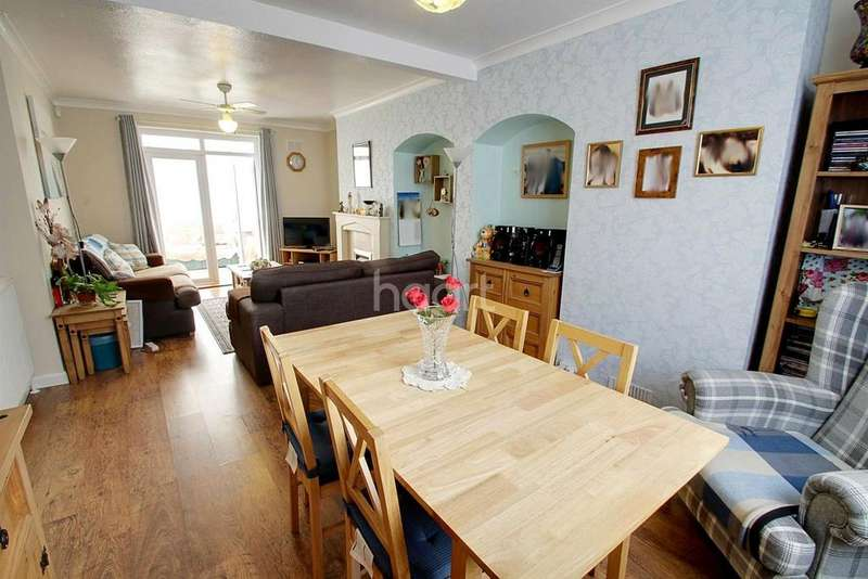 3 Bedrooms Terraced House for sale in Overpark Avenue, Leicester