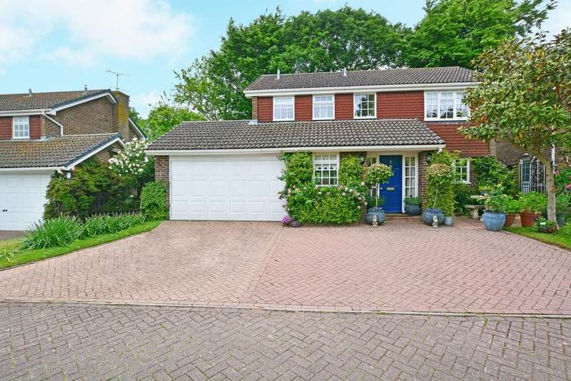 4 Bedrooms Detached House for sale in Sharpthorne Close, Ifield, RH11