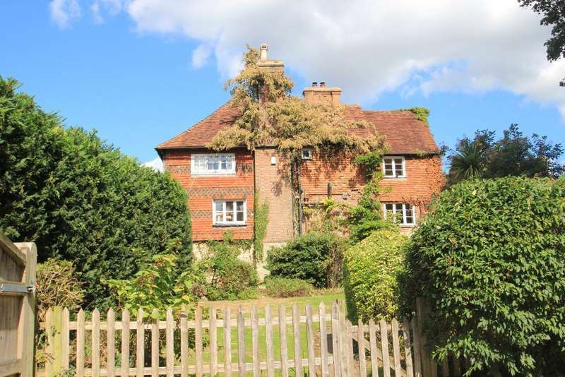 5 Bedrooms Detached House for sale in High Street, Sutton Valence, Kent, ME17 3AR