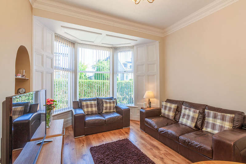 2 Bedrooms Flat for sale in Strathmartine Road, Dundee, DD3