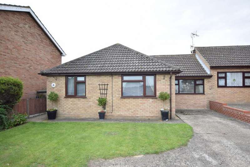 2 Bedrooms Detached Bungalow for sale in Jaywick Lane, Clacton-on-Sea