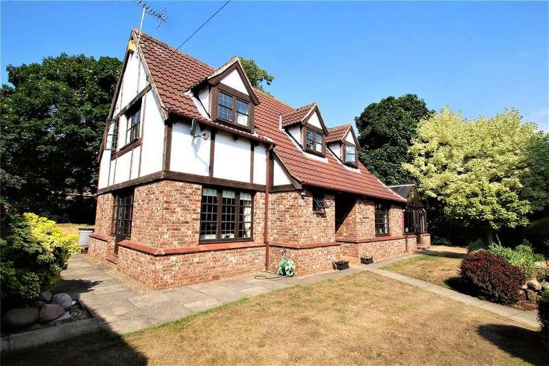 4 Bedrooms Detached House for sale in Estcourt Road, Darrington, WF8