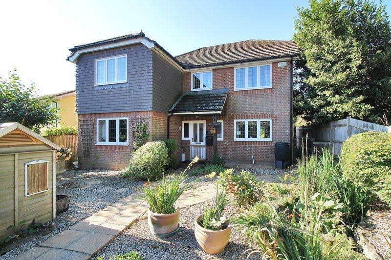 5 Bedrooms Detached House for sale in Crowborough Hill, Crowborough, East Sussex