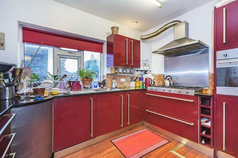 4 Bedrooms End Of Terrace House for sale in Bulwer Road, Leytonstone, London. E11 1BU