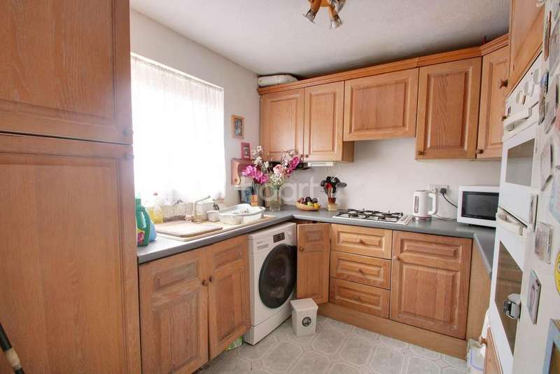 4 Bedrooms Semi Detached House for sale in Rochfords Gardens