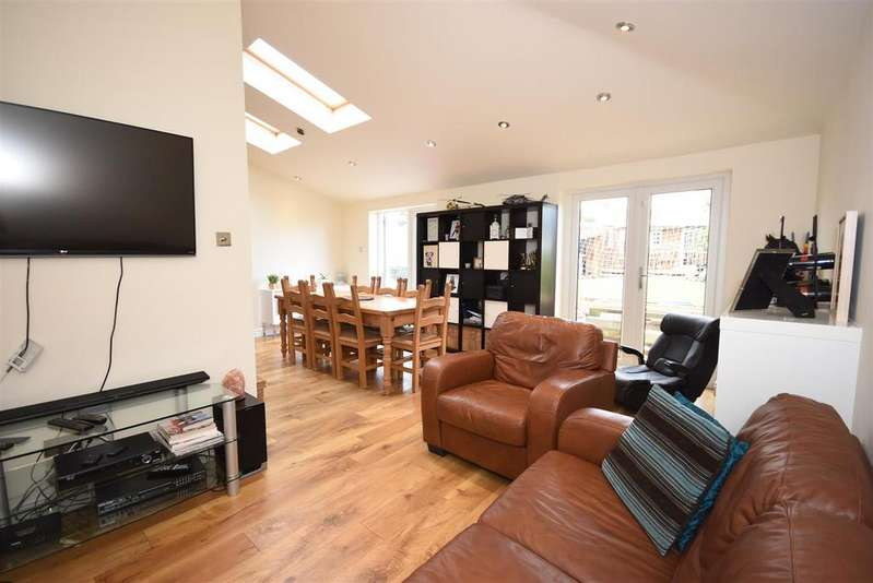 4 Bedrooms Semi Detached House for sale in Windermere Road, Kettering