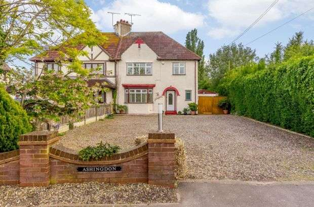 3 Bedrooms Semi Detached House for sale in London Road, Bowers Gifford, Basildon