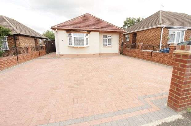 2 Bedrooms Detached House for sale in Barncombe Close, Benfleet