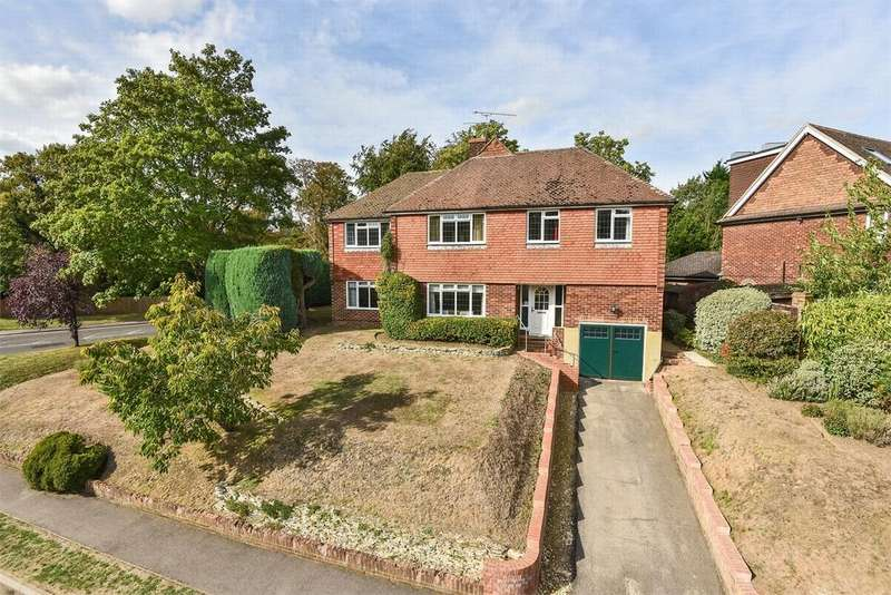 5 Bedrooms Detached House for sale in Old Rectory Gardens, Farnborough, Hampshire