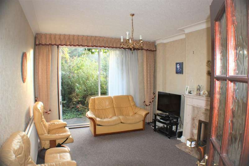 3 Bedrooms Semi Detached House for sale in Rosedene Gardens , Gants Hill IG2
