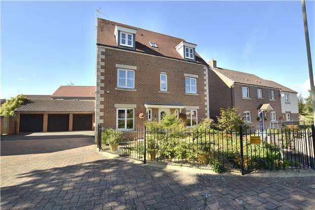 4 Bedrooms Detached House for sale in Lyneham Drive, Quedgeley, GLOUCESTER, GL2 2AY