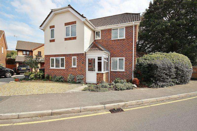 3 Bedrooms Detached House for sale in Hartsbourne Drive, Littledown, Bournemouth