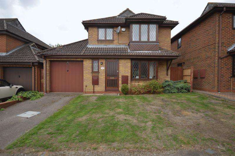 3 Bedrooms Detached House for sale in Charndon Close.