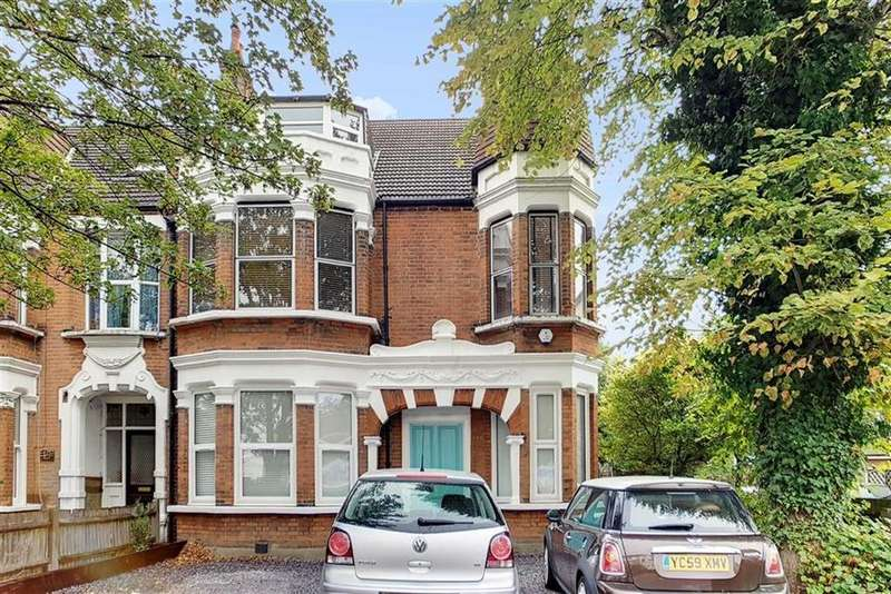 2 Bedrooms Flat for sale in Blake Hall Rd, Wanstesd, London
