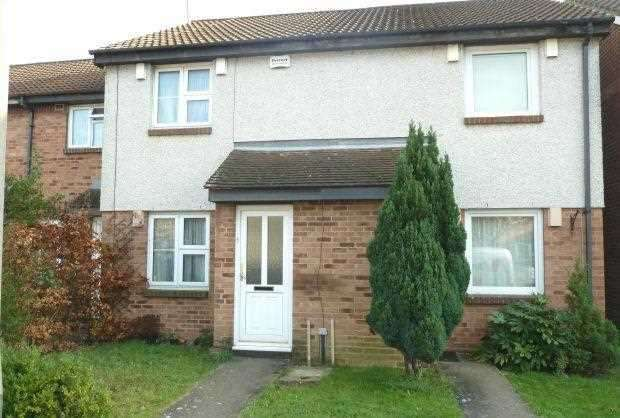 3 Bedrooms Terraced House for sale in Boulters Close, Cippenham