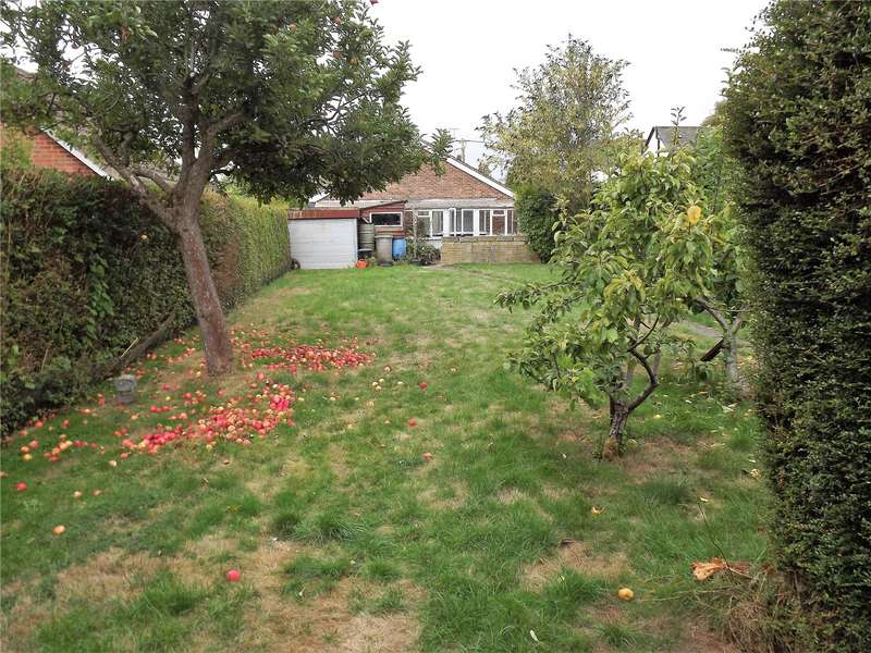 2 Bedrooms Detached Bungalow for sale in Bath Road, Littlewick Green, Maidenhead, Berkshire, SL6