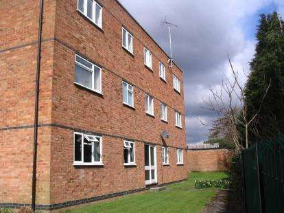 3 Bedrooms Flat for sale in Frances Court, Soulbury Road, Leighton Buzzard, Bedfordshire
