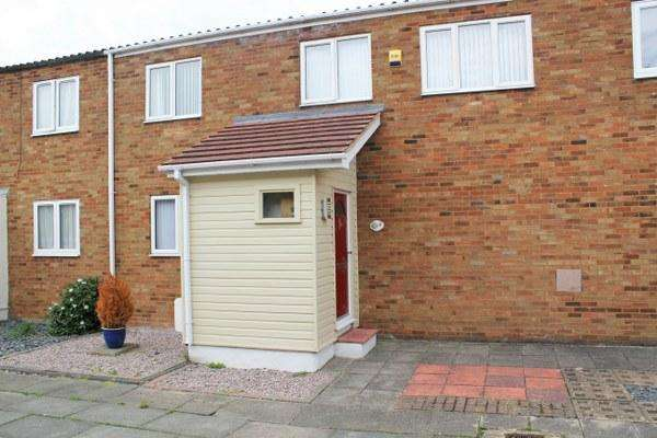 3 Bedrooms Terraced House for sale in Wythefields, Pitsea SS13