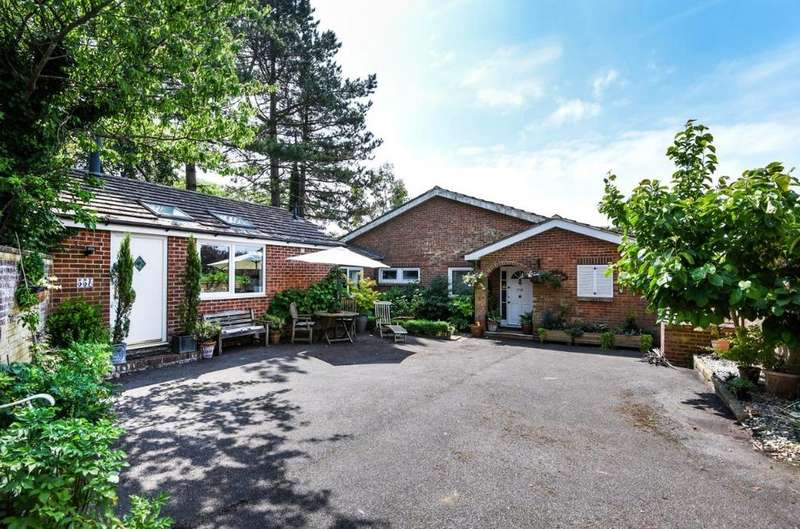 4 Bedrooms Bungalow for sale in Larkfield Way, Brighton, East Sussex, BN1