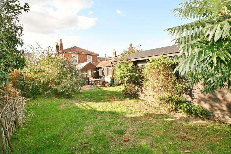 3 Bedrooms Detached House for sale in Sydney Street, Brightlingsea, Colchester