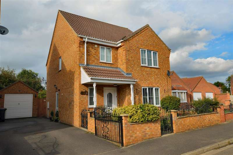 3 Bedrooms Detached House for sale in Poplar Close, Ruskington