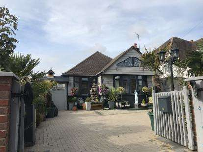3 Bedrooms Bungalow for sale in Poole, Dorset, England