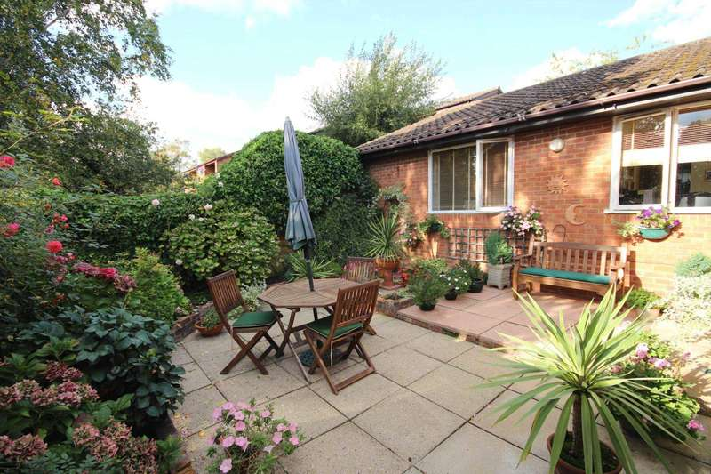 3 Bedrooms Bungalow for sale in Finmere, Bracknell