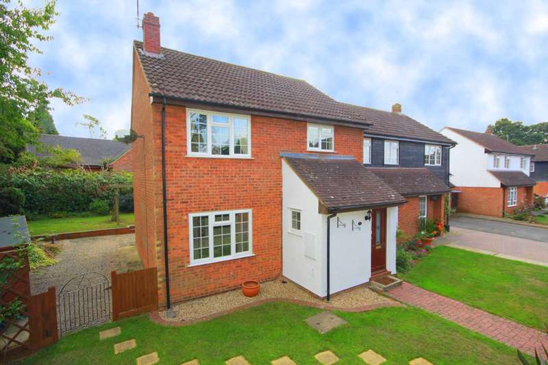 4 Bedrooms Semi Detached House for sale in WELL PRESENTED 4 bed SEMI with CORNER PLOT GARDEN in a CUL DE SAC. BOVINGDON.
