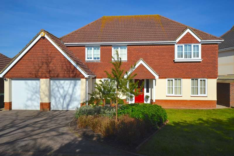 4 Bedrooms Detached House for sale in Broadoaks Crescent, Braintree, CM7
