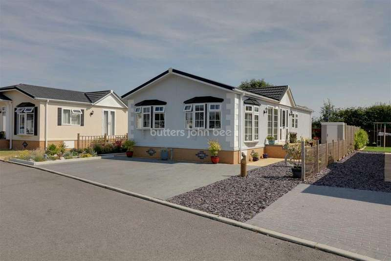 2 Bedrooms Bungalow for sale in Kinderton Park, Middlewich