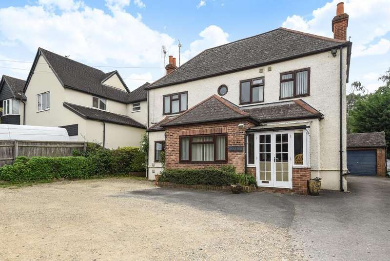 5 Bedrooms Detached House for sale in London Road, Newbury, RG18