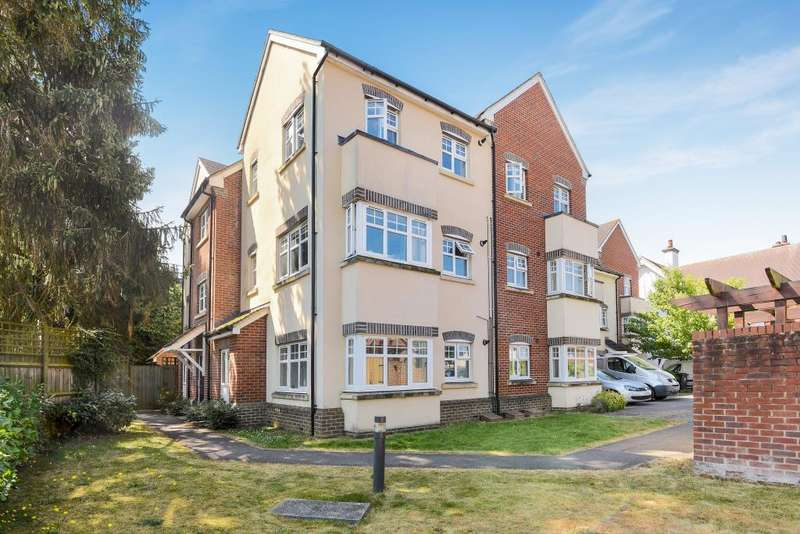 2 Bedrooms Flat for sale in St Donats Place, Newbury, RG14