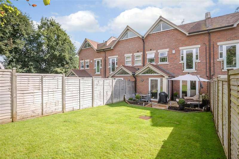 5 Bedrooms Town House for sale in Green Lawns Close, Harpenden, Hertfordshire