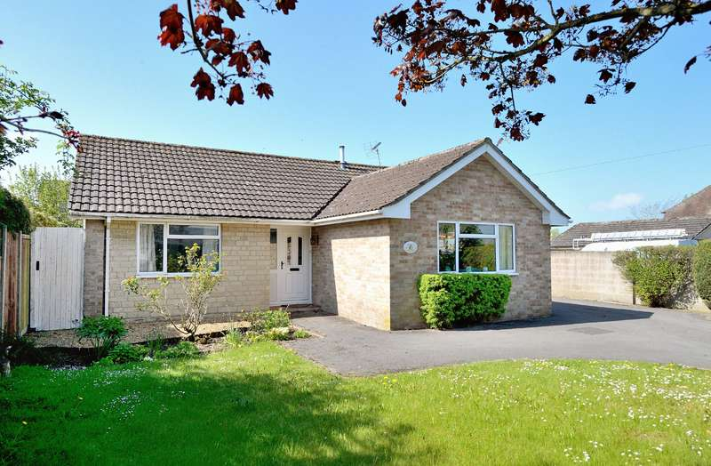 3 Bedrooms Detached Bungalow for sale in Halcyon, Shaftesbury Road, Gillingham, Dorset, SP8 4JZ