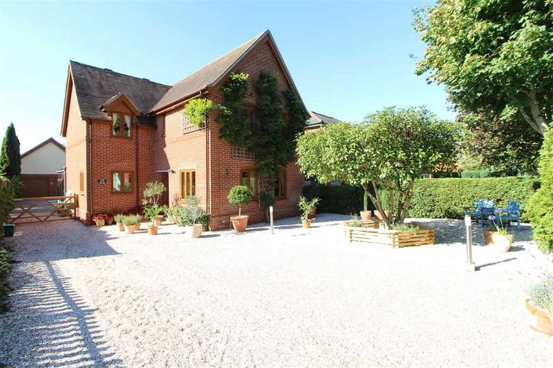 5 Bedrooms Detached House for sale in Hare House, Boxted Road, Mile End, Colchester