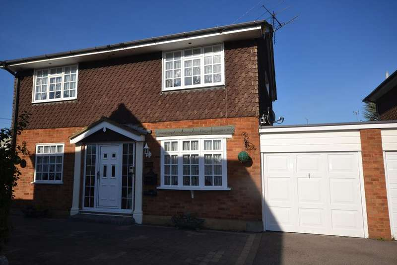 3 Bedrooms Detached House for sale in Branksome Close, Stanford-le-Hope, SS17