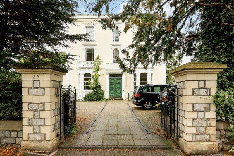 2 Bedrooms Apartment Flat for sale in Alma Road, Clifton