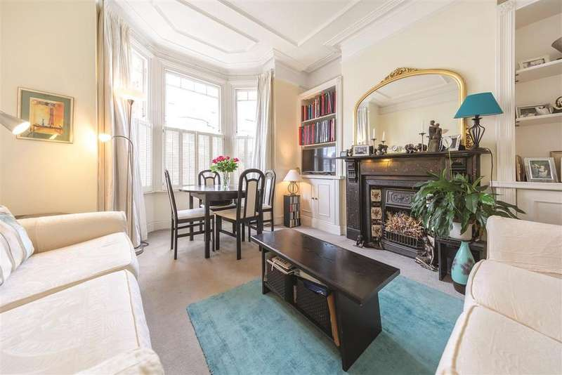 2 Bedrooms Flat for sale in Broomwood Road, SW11