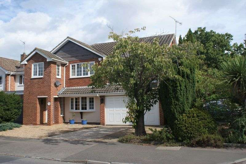 5 Bedrooms Property for sale in Colleton Drive, Twyford