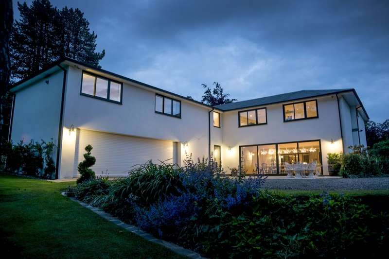 6 Bedrooms Detached House for sale in Meadowfield Road, Stocksfield, NE43
